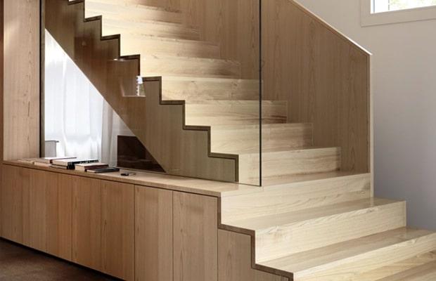 Escalier bois avec rampe