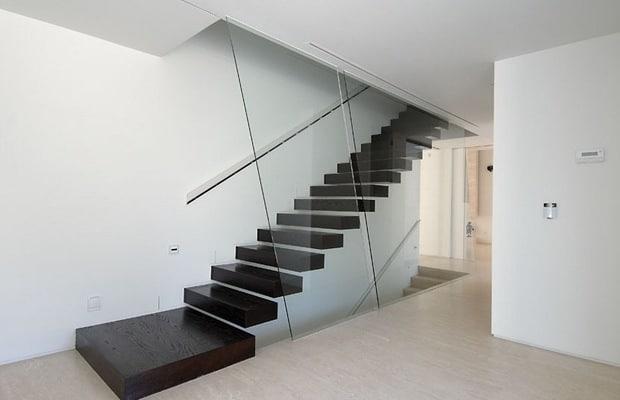 Escalier moderne noir