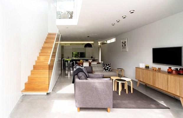 Escalier beton ouvert revêti du bois