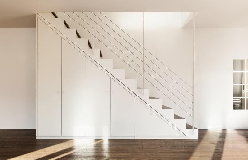 Escalier design blanc