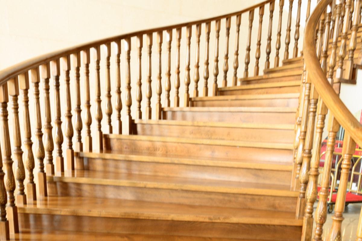 escaliers rustiques en colimaçon