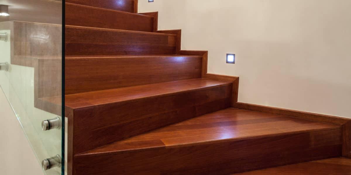 escalier bois ferme